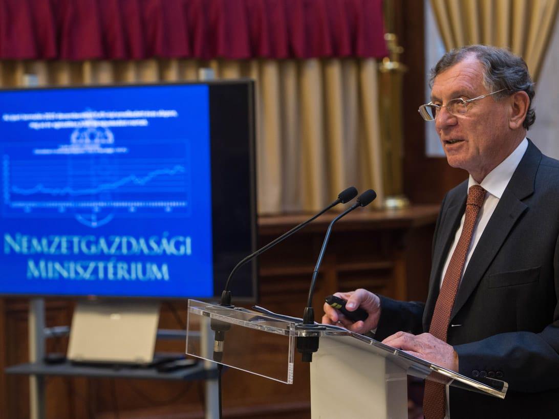 Lepsényi István, gazdaságfejlesztésért és –szabályozásért felelős államtitkár