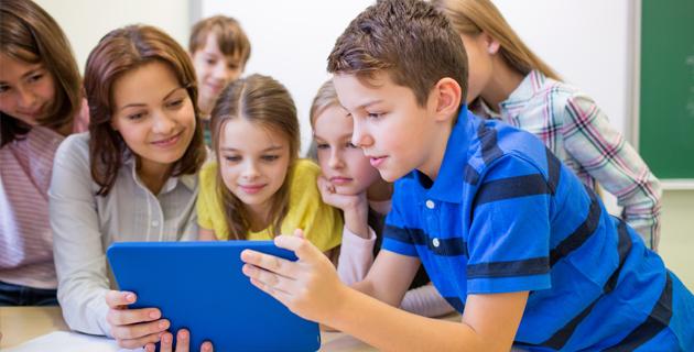 Az általános és középiskolás gyermeket nevelő családok számára szociális alapú pályázati kiírás