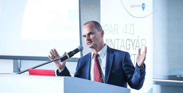 Szövényi-Lux Márton, a Festo-AM Gyártó Kft. ügyvezető igazgatója